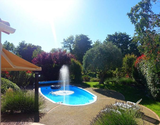 Poolvillavendee Villa La Dolce Vita Les Jardins des Sables d'Olonne Vendee Frankrijk Zwembad met fontijn